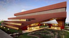 Rafael Viñoly: el arquitecto uruguayo que conquistó al mundo. Rafael Viñoly quería ser pianista, pero el destino ya le tenía preparado convertirse en uno de los más importantes arquitectos latinoamericanos. Decohunter. Lee más aquí