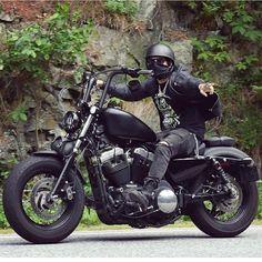This particular harley davidson street glide is unquestionably a striking design theme. Harley Dyna, Harley Bobber, Harley Bikes, Bobber Chopper, Harley Davidson Chopper, Harley Davidson Street Glide, Harley Davidson Sportster, Hd Sportster, Custom Bobber