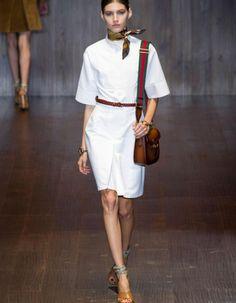 C'était l'émeute ! Assises au premier rang du défilé Gucci, Kate Moss et Charlotte Casiraghi, toutes deux égéries de la maison, ont joué les chauffeuses de salle.  http://www.elle.fr/Mode/Les-defiles-de-mode/Pret-a-Porter-Printemps-Ete-2015/Femme/Milan/Gucci/Fashion-Week-Gucci-seventies-2789154