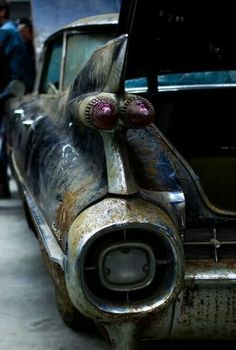 1959 Cadillac / would be an awesome project! Vintage Trucks, Old Trucks, Rat Rods, Rust In Peace, Rusty Cars, Abandoned Cars, Abandoned Places, Barn Finds, Old Cars
