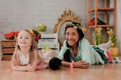 Easter photo ideas for kids. Easter eggs, flowers, headbands.