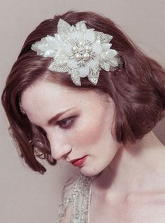 Vintage hair accessories can really finish off your 1920 bridal style
