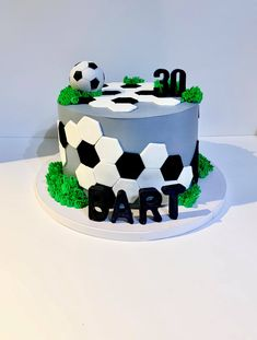 Soccer Cakes, Football Birthday Cake, 16 Birthday Cake, Sport Cakes, Football Themed Cakes, Sports Themed Cakes, Football Cake Design, Fondant Cakes, Cupcake Cakes