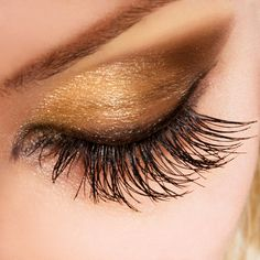 "Hannah, QLD asked us, ""What is the best kind of non-clump mascara that produces thick and long lashes?"" Well Hannah, what kind of mascara will give you the r. Smoky Eye Makeup, Eye Makeup Tips, Makeup Trends, Hair Makeup, Smokey Eye, Gold Makeup, Makeup Ideas, Makeup Tutorials, Sparkly Makeup"