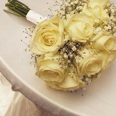Bouquet di rose e gipsophyla
