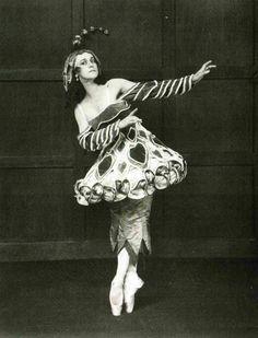 "Тамара Карсавина в балете ""Женские причуды"", 1920 The skirt on this one looks like a hoop"