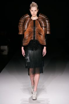 LOOK 07 - Crystallization - Iris van Herpen - Couture 3d Fashion, Unique Fashion, Runway Fashion, Ideias Fashion, Iris Van Herpen, Traditional Fashion, Sculptural Fashion, International Fashion, Knitting Designs