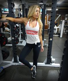 Stop doubting yourself, work hard, and make it happen! Lauren wearing the Original Stringer and Elite Shape Leggings. https://www.gymaholic.co/store