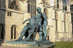Monumento ao Imperador Romano 'Constantino'. # York, England.