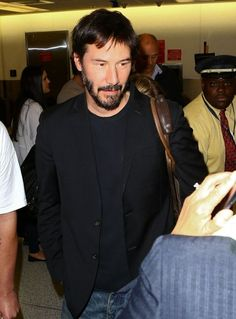 """Keanu Reeves Photos - Actors Sandra Bullock, Keanu Reeves and Hugh Grant attend Spike TV's """"Guys Choice at Sony Pictures Studios on June 2014 in Culver City, California. - Spike TV's """"Guys Choice - Backstage And Audience Keanu Reeves House, Spike Tv, Hugh Grant, River Phoenix, Los Angeles Homes, Take A Shower, John Wick, Sandra Bullock, Backstage"""