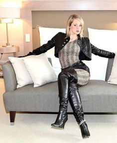 Black leather bolero jacket thigh boots seated on couch - oberschenkellange Stiefel - Thigh High Boots, High Heel Boots, Black High Boots, Leather Boots, Black Leather, Sexy Stiefel, Lady Ann, Sexy Boots, Hot Outfits