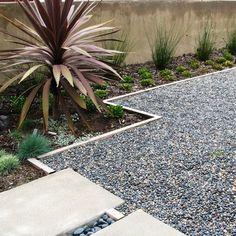Gravel Modern Driveway Design Ideas, Pictures, Remodel, and Decor Pea Gravel Patio, Gravel Landscaping, Gravel Garden, Garden Shrubs, Landscaping With Rocks, Modern Landscaping, Landscaping Ideas, Gravel Driveway, Modern Driveway
