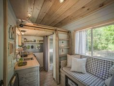 DIY Network has ideas for how to design your tiny house for ultimate space optimization without sacrificing serious style. DIY Network has ideas for how to design your tiny house for ultimate space optimization without sacrificing serious style. Plan Tiny House, Best Tiny House, Tiny House Living, Tiny House On Wheels, Tiny House Design, Small Home Design, Smart House, Micro House, Cottage Design