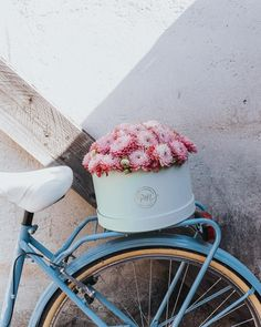 Flowers on blue bike Fresh Flowers, Beautiful Flowers, Plants Are Friends, Brighten Your Day, My Flower, Vintage Flowers, Bicycle, Spring, Instagram Posts