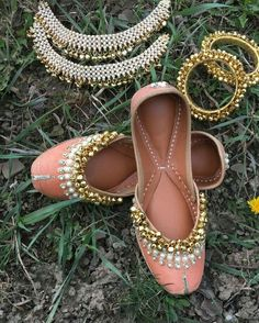 peach colour with goongroo fancy punjabi jutti. made with pure leather & double cushion for query : whatsapp 8054341914 Indian Shoes, Indian Jewelry, Royal Jewelry, Punjabi Fashion, Asian Fashion, Indian Dresses, Indian Outfits, Wedding Slippers, Indian Accessories