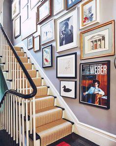 Staircase landing of Miles Redd's New York townhouse Gallery Wall Staircase, Staircase Landing, Entry Stairs, Gallery Walls, Staircase Frames, Staircase Remodel, Spiral Staircases, Staircase Design, New York Townhouse