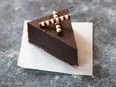 Ultimate Chocolate Fudge Cake | TheBestDessertRecipes.com(Gluten Free)
