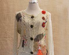 Cardi de tonos suaves, bohemio romántico, alterado costura, Textiles Vintage, Patchwork bordado, Boho suéter, suéter de manga larga