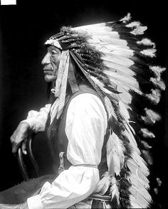 Chief Iron Tail (Sinte Maza). Oglala Lakota. 1913. Photo by De Lancey W. Gill. ❣Julianne McPeters❣ no pin limits