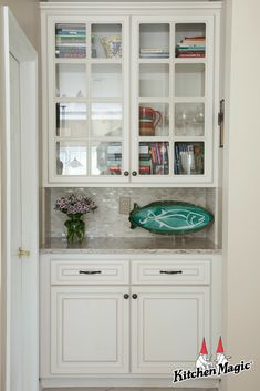 We love the look of these Antique White glass-front cabinets! Living Dining Room, Kitchen Remodel, Kitchen Cabnets, Kitchen Magic, Kitchen Storage Solutions, Dining Room Nook, Cabinet Refacing, Kitchen Gallery, Kitchen Design