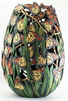 Monarchs Migrating / Gourd Art by Phyllis Sicles - Carved and Painted. There are 106 butterflies on this gourd. Clay Crafts, Arts And Crafts, Gourd Crafts, Pumpkin Crafts, Decorative Gourds, Painted Gourds, Gourd Art, Butterfly Art, Beautiful Butterflies