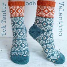 Ravelry: Two Ladies and Valentino/Två Tanter och Valentino pattern by Anna Bergman Wool Socks, Knitting Socks, Baby Knitting, Knitting Projects, Knitting Patterns, Two Ladies, How To Purl Knit, Bunt, Knit Crochet