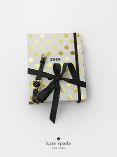 holiday gifts under $50. because she's always running fashionably late. featuring 2016 17-month medium agenda, metro mini gifting, sticky note set and dot the i's pencil set. #getgifted