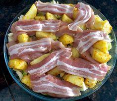 Kurczak pieczony w bekonie z ziemniaczkami i młodą kapustą - Blog z apetytem
