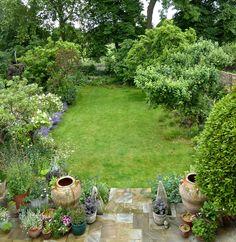 Garden Visit: At Home with Writer Daisy Garnett in London: Gardenista