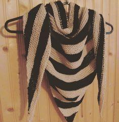 Bonjour! Vous allez bien? Moi oui 😊 J'ai enfin fini mon foulard (qui n'est finalement qu'un foulard et non un châle 😉). Je vous...