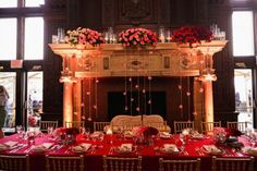 hochzeit-rot-tischdeko-rose-licht-dekoration http://www.optimalkarten.de/blog/hochzeit-in-rot-inspiration-und-ideen/