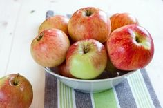 delicious and healthy apples in a bowl