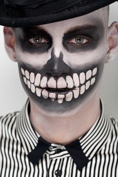 Skeleton Halloween make-up