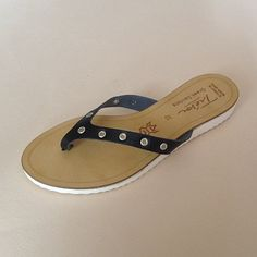 Greek Sandals (Δερμάτινα :: Πέδιλα, Σαγιονάρες, Παντόφλες) @ www.GreekShoes.Net > Κωδικός: 260.512 > Μεγέθη: Νο.35-Νο.41 (τιμή 30€) & Νο.42-Νο.45 (τιμή 40€) > Σόλα: Σφήνα ή Φλάτ   Λευκή ή Μπέζ > Χρώματα: Μαύρο, Άσπρο Greek Sandals, Shoes, Fashion, Moda, Zapatos, Shoes Outlet, Fashion Styles, Shoe, Footwear