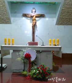 Altar Decorations, Eucharist, Floral Arrangements, Flower Arrangement, Dining Table, Flowers, Altars, Saint, Advent