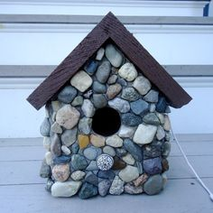 Natural Stone Mosaic Birdhouse by LiveInMosaics on Etsy Mosaic Crafts, Mosaic Projects, Diy Projects, Garden Projects, Mosaic Birdbath, Mosaic Tray, Birdhouse Designs, Mosaic Birds, Bird Houses Diy