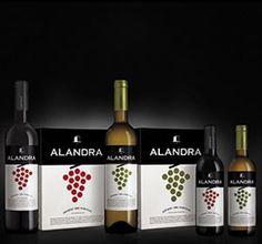 Conheça o vinho Alandra (tinto e branco) Alandra é produzido pela vinícola Herdade do Esporão, considerado um verdadeiro líder de vendas. É frutado, versátil e fácil de beber. Ideal para momentos descontraídos. — Sommelier Wine #vinhos #bebidas #vinhosdoporto