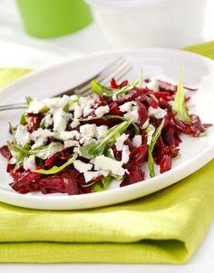 Salade de betteraves rôties, chèvre frais, miel et noix - Châtelaine