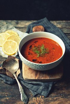 caramelized fennel, roasted garlic & tomato soup with lemon . I would substitute celery for the fennel. Oh, how I despise fennel! Soup Recipes, Vegetarian Recipes, Cooking Recipes, Healthy Recipes, Dinner Recipes, Cooking Tips, I Love Food, Good Food, Yummy Food