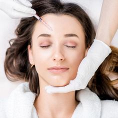 Woman being injected with Botox syringe in the middle of the forehead. - - My MartoKizza Botox Injections For Migraines, Botox Headache, Botox For Headaches, Headache Relief, Botox Before And After, Plastic Surgery Procedures, Botox Fillers, Mommy Makeover, Cosmetic Treatments