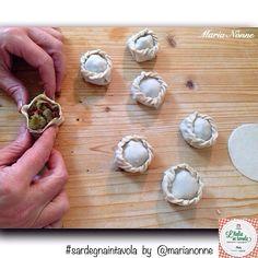 Vi insegnamo a fare le Panadine con agnello e carciofi, piatto tipico della #Sardegna #italiaintavola #sardegnaintavola #italy #italianfood #sardinia #panada