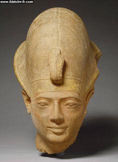 Tête d'une statue d'Amenmès. XIXe dynastie. Karnak.