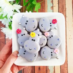 ": ""A plate of lilac Hippo #macarons #macaronslover #macaronlove #macaronstagram #hippo #cutefood…"""