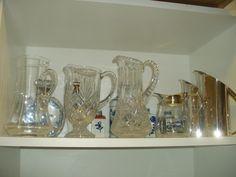 Organização de jarras e porcelanas