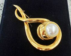 Faux Pearl Vintage Brooch, Signed Napier USA, Gold Tone Ribbon Setting, Large Bezel Set Pearl, Mint in Box
