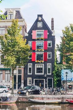 As a city filled with culture and history, Amsterdam makes for the perfect getaway! Here's some practical advice, tricks and tips for visiting Amsterdam. Backpacking Europe, Europe Travel Tips, European Travel, Places To Travel, Places To Visit, Travel Advice, Travel Destinations, Travel Hacks, Travel Guides