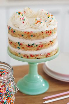The best homemade funfetti cake recipe. Delicate, light, moist and loose with creamy vanilla buttercream frosting. The best homemade funfetti cake recipe. Delicate, light, moist and loose with creamy vanilla buttercream frosting. Food Cakes, Baking Cakes, Bolo Confetti, Best Cake Recipes, Dessert Recipes, Easter Recipes, Party Desserts, Smash Cake Recipes, Cake Recipes For Kids