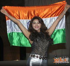 Urvashi Rautela waves the Indian flag - Bollywood actress Urvashi Rautela is on her way to Las Vegas to represent India at Miss Universe 2015. Read more: http://www.washingtonbanglaradio.com/#ixzz3tAVXBera  Via Washington Bangla Radio®  Follow us: @tollywood_CCU on Twitter