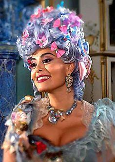 A atriz mostra que está com o corpão em dia e não deixa o sorriso largo de lado - Fornecido por Gero Comunicação Ltda.