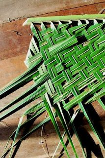 How to weave a thatch roof from coconut palm fronds